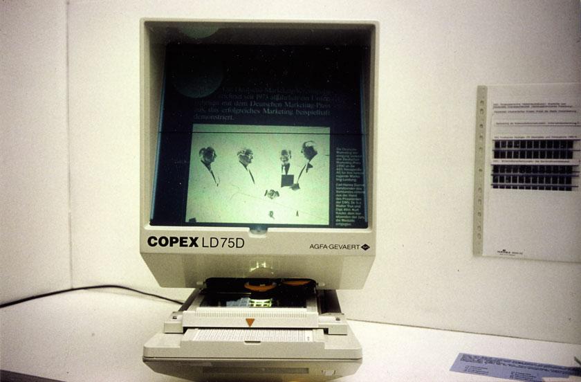 Recherche, HIntergrundmaterial auf Mikrofiche