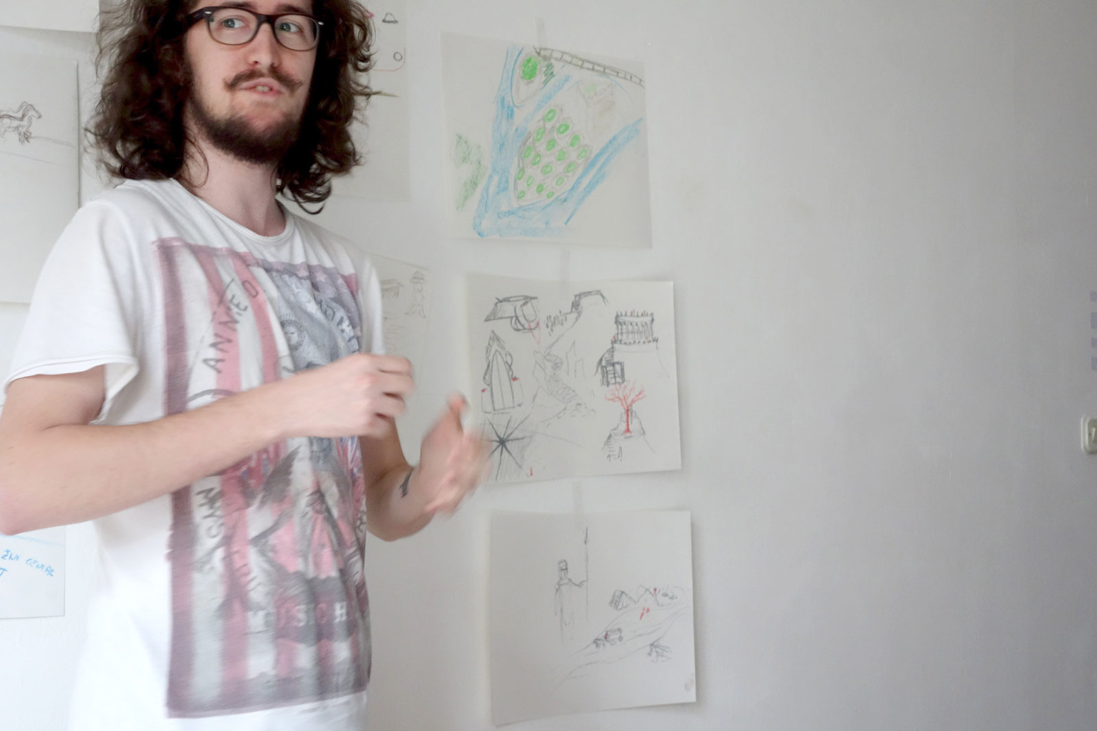 Participant presenting his drawings and imaginations